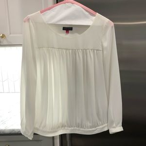 Vince Camuto White Longsleeve Top